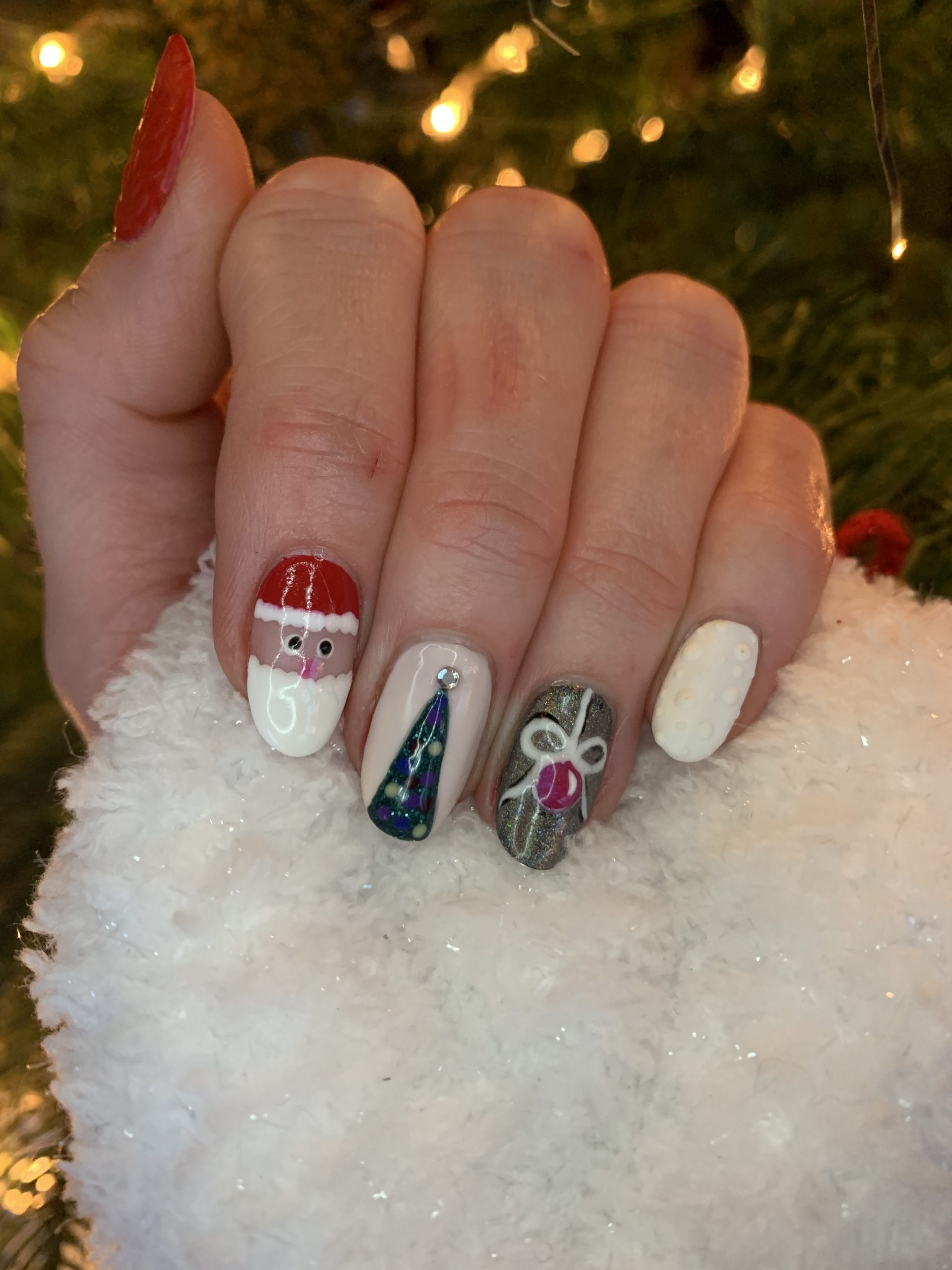 Shellac with Christmas art