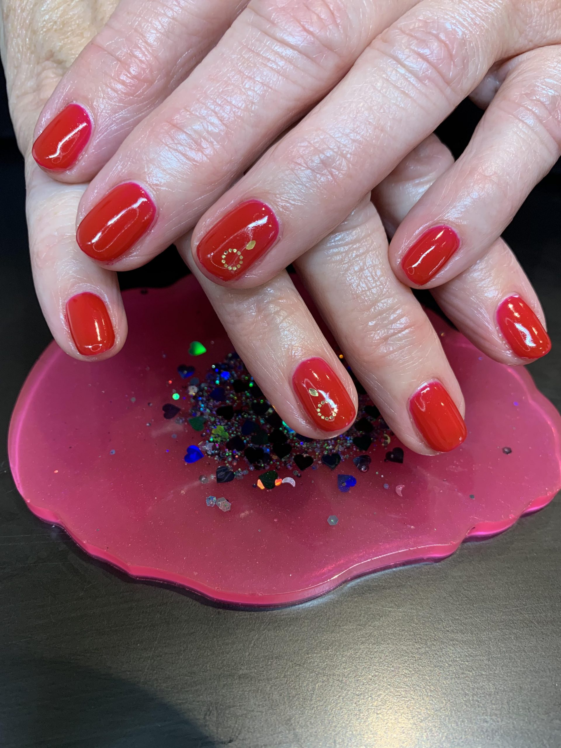 red nails, CND Shellac, nail art, nail pro, nail artist, nail technician, gel nails, shellac nails, acrylic nails, ware, mobile